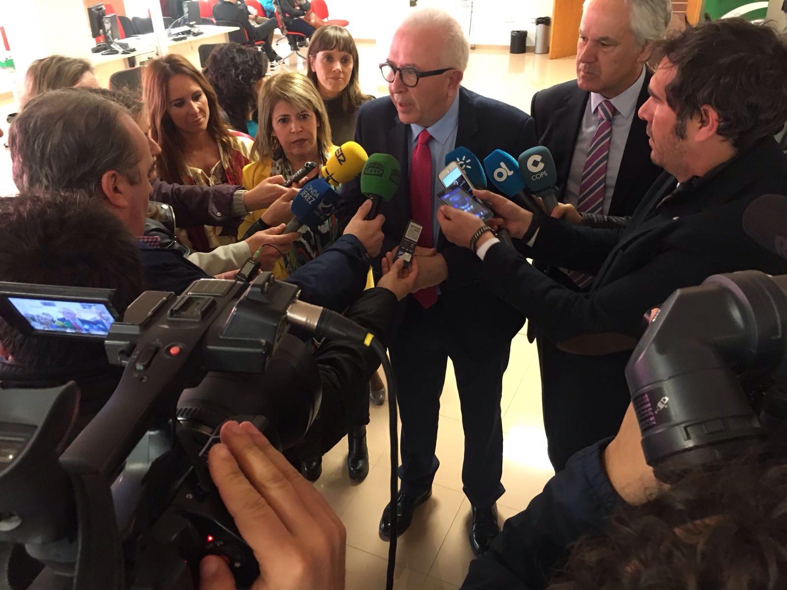 Junta de andaluc a el sae invierte euros en la for Oficina del sae