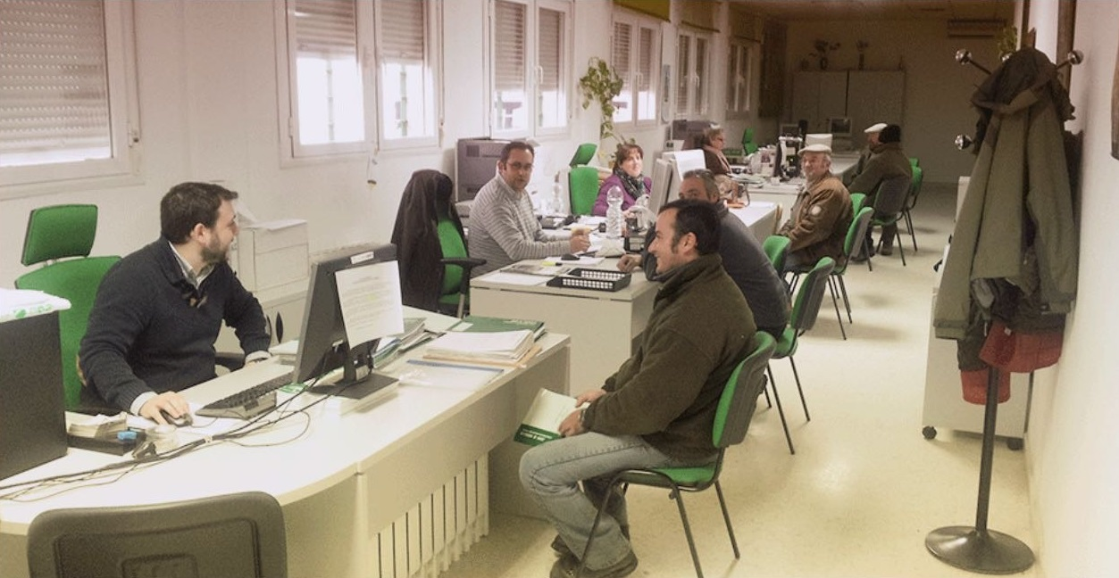 Junta de andaluc a la junta convoca las plazas para cubrir las direcciones de nueve oficinas - Luckia oficinas madrid ...