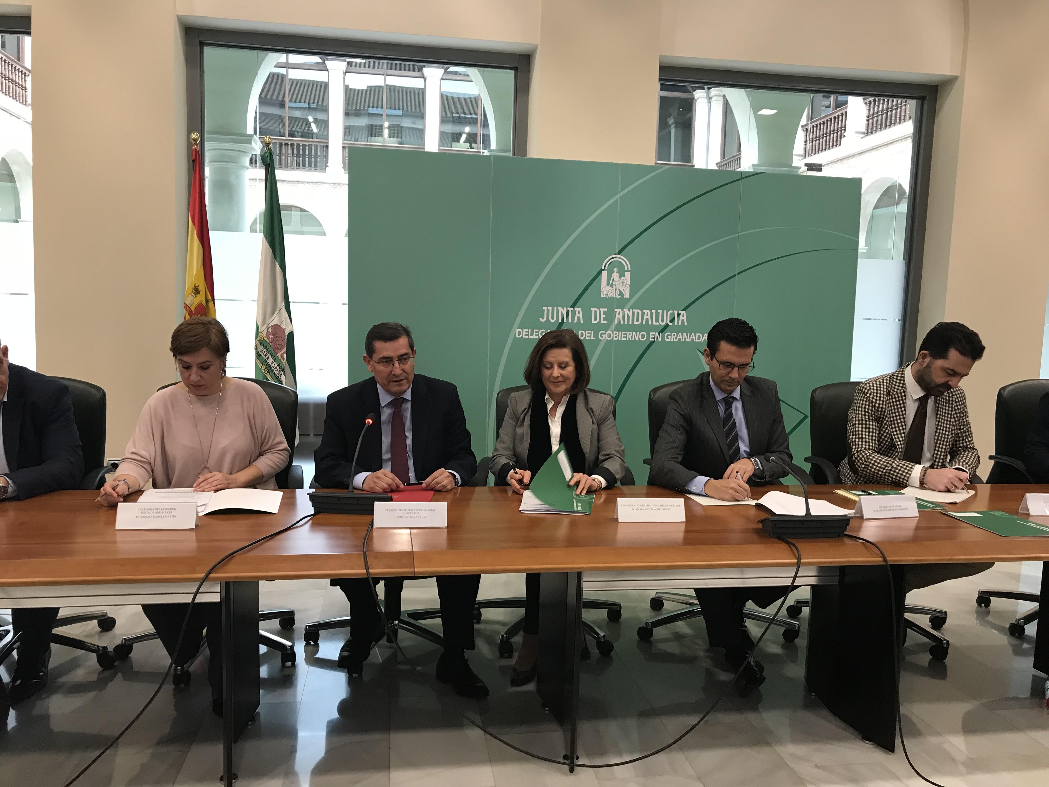 Junta, ayuntamientos y Diputación de Granada firman un acuerdo institucional por la infancia que mejorará la calidad de vida de 170.000 niños y niñas