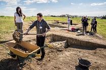 El equipo del Seminario de Arqueología de la Universidad comienza la excavación de los sondeos arqueológicos en la zona de la muralla tardoantigua