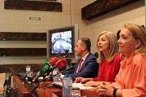 De izquierda a derecha, José Luis Sanz, alcalde de Tomares; Patricia del Pozo, consejera de Cultura; y Macarena O'Neill, secretaria general de Patrimonio, durante la rueda de prensa