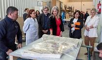 Del Pozo supervisa los trabajos de embalaje y traslado del mosaico romano en el IAPH