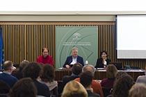 De izquierda a derecha, Carlos Romero Moragas, Jefe del Centro de Formación y Difusión del IAPH; Juan José Primo Jurado, Director del IAPH; y Marta Sameño Puerto, Doctora y bióloga del Área de Laboratorios del IAPH