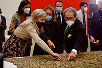 El IAPH restaurará el manto de la Coronación de la Hermandad de la Macarena de Sevilla