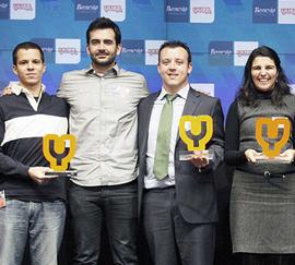 Los premiados de la edición Yuzz 2012. A la derecha, los dos andaluces.