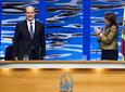 La presidenta del Parlamento andaluz, María del Mar Moreno, aplaude al presidente de la Junta, Manuel Chaves, al final de su intervención oficial en el acto de entrega de las Medallas de Andalucía.