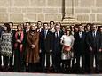 Portavoces y representantes de los grupos parlamentarios representados en la Cámara andaluza, durante el acto de izado de la bandera.