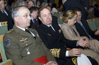 En el Teatro de la Maestranza también se dieron cita las máximas autoridades militares en la región.