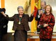 La maestra de canto y baile Adela Domingo saluda al público del Teatro          de la Maestranza tras recibir de manos de la presidenta del Parlamento, Fuensanta          Coves, y en presencia del presidente de la Junta, Manuel Chaves, la Medalla de          Andalucía.