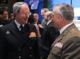 Las autoridades en Andalucía de los ejércitos de Tierra y Aire también          han estado presentes en el acto de entrega de la distinción de Hijo Predilecto y de          las Medallas de Andalucía, celebrado en el Teatro de la Maestranza de          Sevilla.