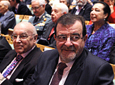 El ex presidente de la Junta de Andalucía José Rodríguez de la Borbolla          y el que fuera Hijo Predilecto de Andalucía en 1999, Manuel Clavero Arévalo, en el          patio de butacas del Teatro de la Maestranza.