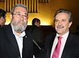El ex portavoz del Gobierno andaluz y ex director general de la Radio          Televisión de Andalucía (RTVA), Rafael Camacho, junto con el secretario general          de UGT, Cándido Méndez.