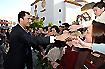 152:El Pr�ncipe de Asturias saluda a los vecinos de Dos Hermanas durante su paseo por las calles de la localidad.
