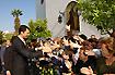 154:Don Felipe de Borb�n saluda a la multitud de personas que salieron a su encuentro en las calles de Dos Hermanas.