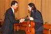 49:S.A.R. el Pr�ncipe Felipe saluda al guitarrista flamenco que actu� en el Manuel de Falla de Granada.