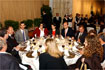 43:El Pr�ncipe de Asturias comparti� un almuerzo oficial con representantes de la comunidad universitaria.