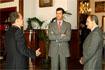 52:El Pr�ncipe Felipe de Borb�n con el presidente de la Junta de Andaluc�a, Manuel Chaves, y el alcalde de M�laga, Francisco de la Torre, en el Ayuntamiento de la capital de la Costa del Sol.