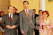 55:Don Felipe junto al presidente de la Junta, Manuel Chaves, y la consejera de Cultura, Carmen Calvo, a la salida del Palacio Episcopal.