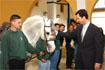 80:Don Felipe junto a uno de los caballos que participaron en el espect�culo ecuestre.