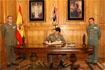 114:Don Felipe de Borb�n firma en el libro de honor del cuartel de Viator (Almer�a).