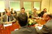108:El Pr�ncipe se reuni�n con representantes del sector agropecuario en N�jar (Almer�a). Al encuentro asistieron el presidente de la Junta, Manuel Chaves, y el consejero de Agricultura y Pesca, Paulino Plata.