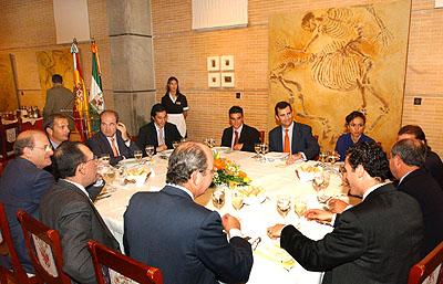 140:SAS Don Felipe de Borb�n durante el almuerzo con representantes del deporte andaluz en el Foro Iberoamericano de La R�bida.