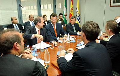 145:SAR El Pr�ncipe de Asturias durante una reuni�n con los representantes de la Lonja de Pescado de Isla Cristina.