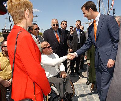 139:SAR el Pr�ncipe de Asturias saluda a un grupo de atletas paral�mpicos antes del almuerzo con representantes del deporte andaluz, celebrado en el Foro Iberoamericano de La R�bida.