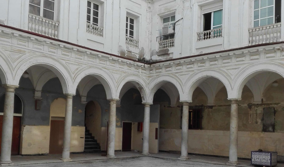 Patio del antiguo Instituto Rosario en Cádiz.