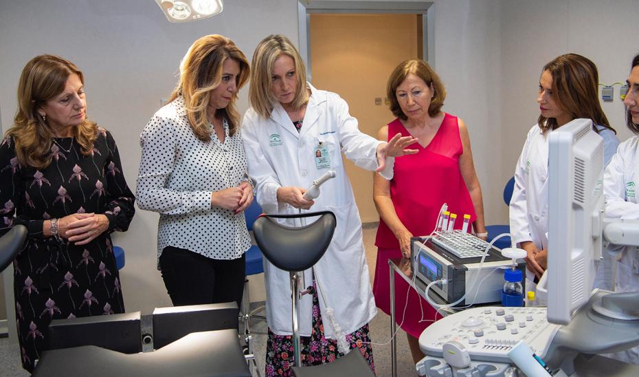 Susana Díaz, durante su visita a las nuevas instalaciones del Hospital de Valme.