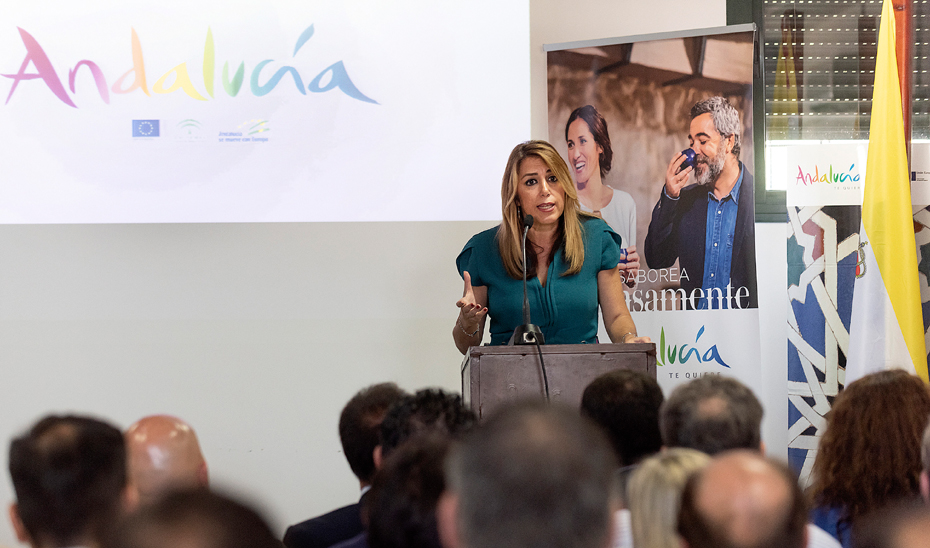 Susana Díaz en la presentación de la nueva campaña promocional 'Andalucía, Paisajes con Sabor', en la localidad de Isla Mayor (Sevilla).