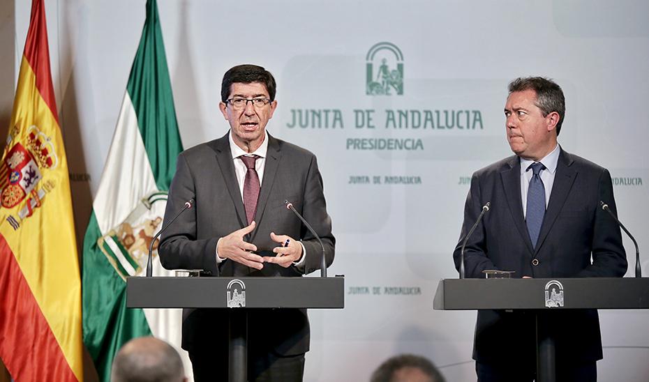 El vicepresidente de la Junta, Juan Marín, junto al alcalde de Sevilla, Juan Espadas, tras su reunión en San Telmo.