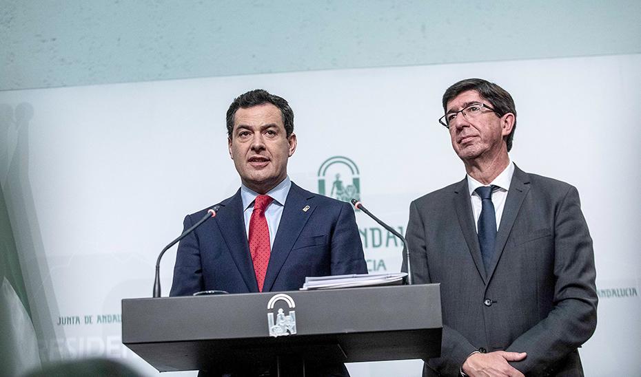 El presidente y el vicepresidente de la Junta, Juanma Moreno y Juan Marín, respectivamente, durante la rueda de prensa posterior al Consejo de Gobierno, en la que han informado sobre las medidas de los 100 días de Gobierno.