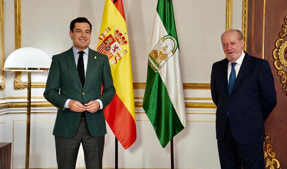 Juanma Moreno junto a Fernando Rodríguez Villalobos, durante la reunión en el Palacio de San Telmo.