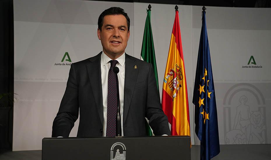 El presidente, Juanma Moreno, esta noche en su declaración pública tras la reunión del Comité de Expertos.