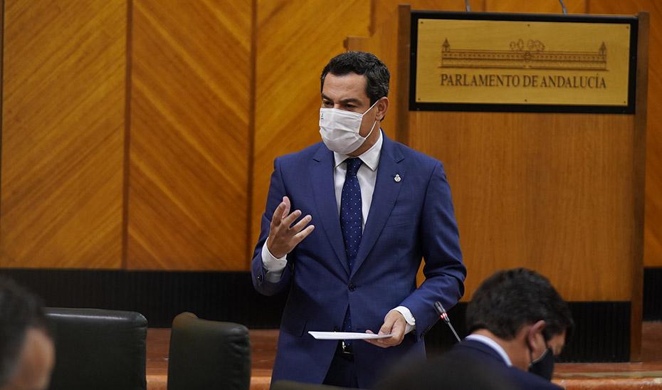 El presidente de la Junta, Juanma Moreno, interviniendo este jueves ante el Pleno del Parlamento durante la Sesión de Control.