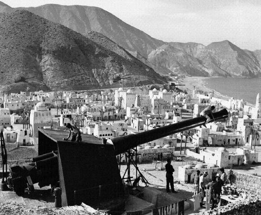 Reproducción de la ciudad Áqaba levantada en la desembocadura del río Alías para la película Lawrance de  Arabia
