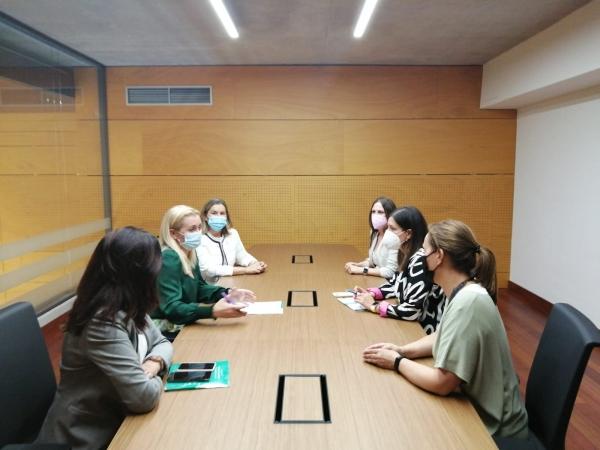 El IAM invierte en Cádiz casi 3,5 millones para la atención a las mujeres a través de los ayuntamientos desde el inicio de la legislatura