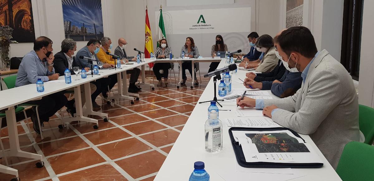Mesa de reunión del comité científico sobre el incendio de Sierra Bermeja