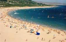 Turismo y windsurf en la playa de Valdevaqueros (Prop. Ayuntamiento de Tarifa)