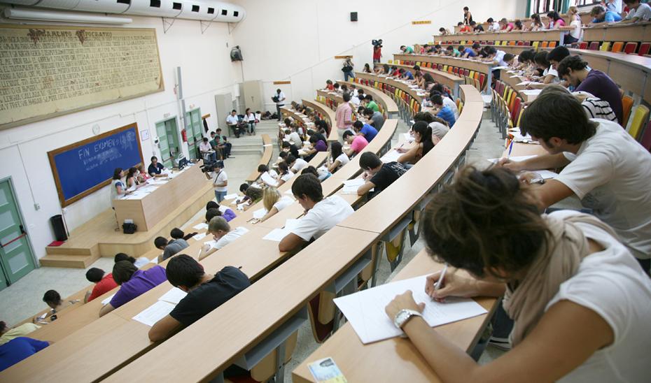 Miles de jóvenes llenan las aulas de las universidades andaluzas.