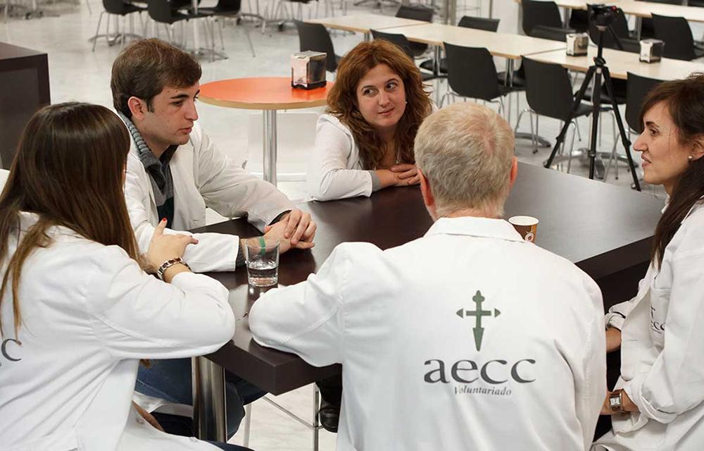 Voluntarios de la Asociación Española Contra el Cáncer (AECC).