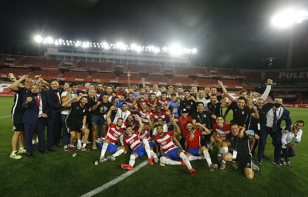 Equipo y directiva del Granada CF celebrando sus éxitos.