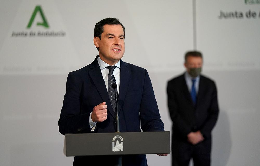 El presidente Juanma Moreno, durante su intervención tras la presentación del cupón de la ONCE para el Día de Andalucía.