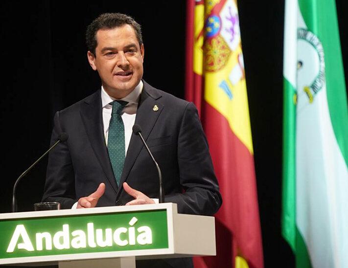El presidente de la Junta de Andalucía, Juanma Moreno, durante su intervención en el acto.