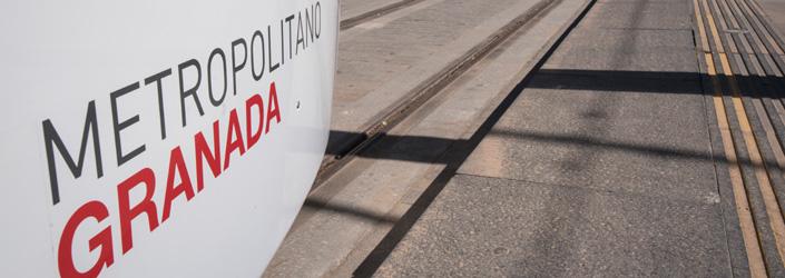 Paso del Metro de Granada por la ciudad.