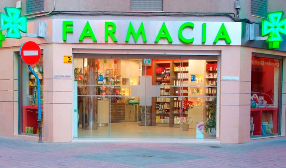 Entrada a una oficina de farmacia.
