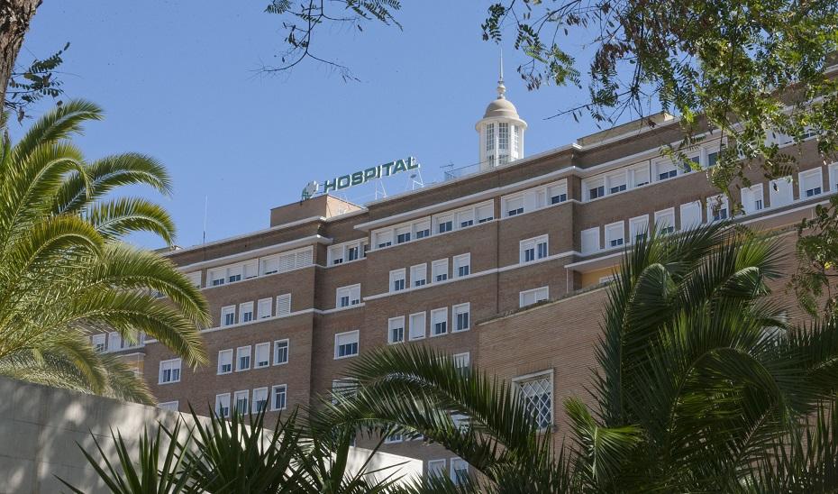 Trasladados al hospital un hombre y una mujer tras el incendio en una vivienda en Gelves (Sevilla)