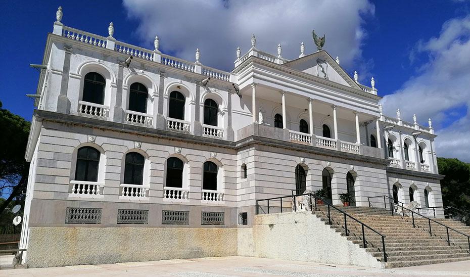 Fachada del Palacio del Acebrón, en Doñana.