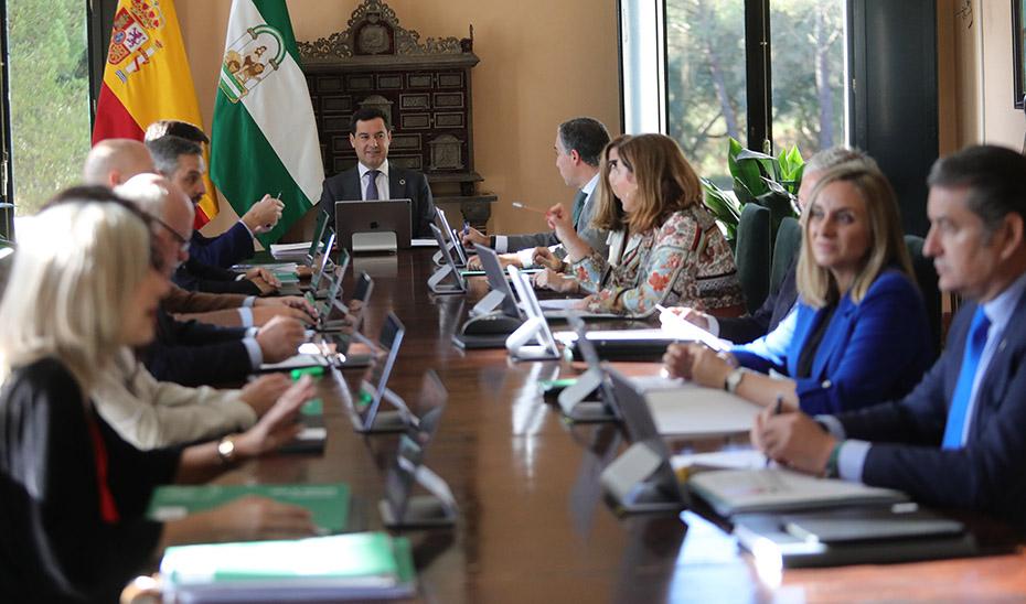 Inicio de la histórica reunión del Consejo de Gobierno celebrada en el Parque Nacional de Doñana bajo la presidencia de Juanma Moreno.